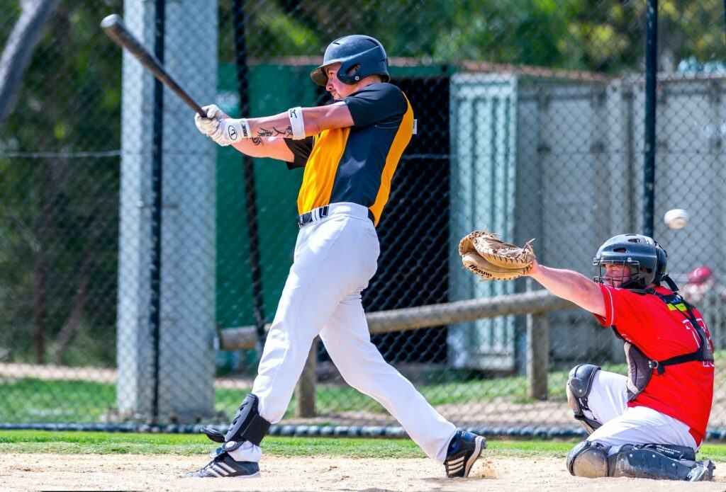 You should learn how to choose the best slow pitch bats
