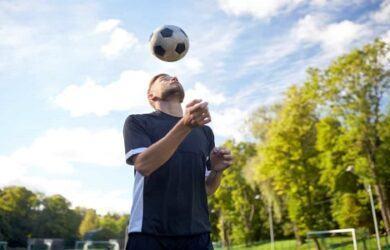 how to juggle a soccer ball scottfujita 3