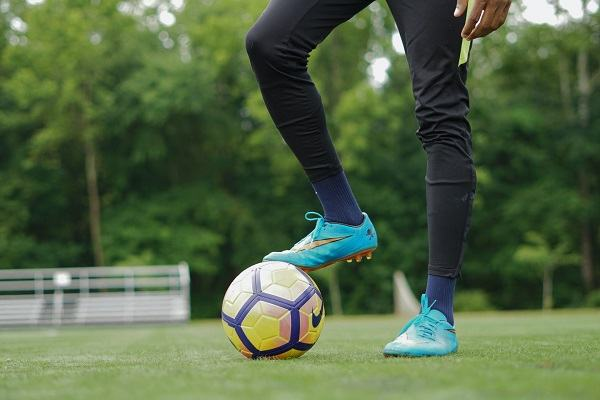 how to kick a soccer ball scottfujita 1