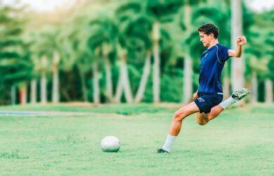 how to kick a soccer ball scottfujita 4